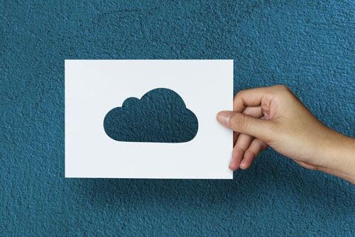 Image d'un cloud tenu dans la main