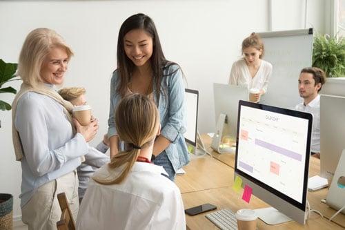 Image de personnes profitant du travail collaboratif